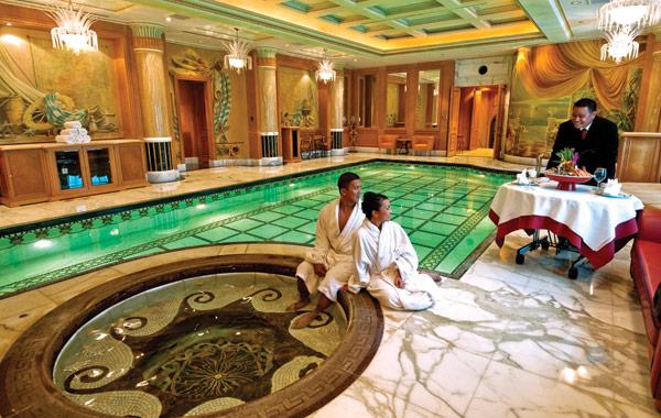 empire-hotel-brunei-jacuzzi