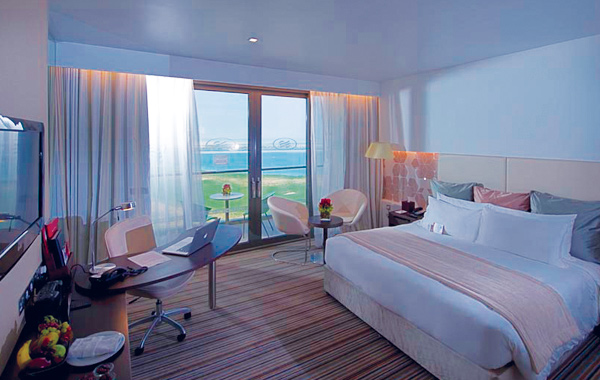 crowne-plaza-yas-island-room