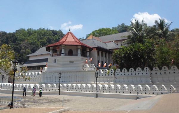 sacred-tooth-relic-temple