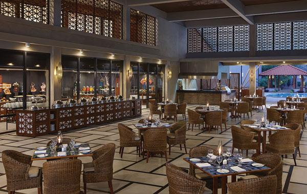 cinnamon-bey-beruwala-hotel-buffet