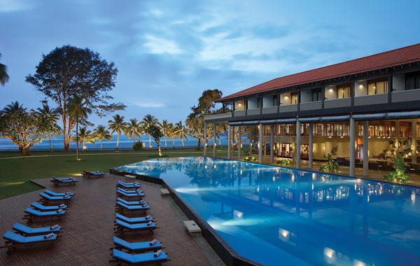 cinnamon-bey-beruwala-hotel-poolside