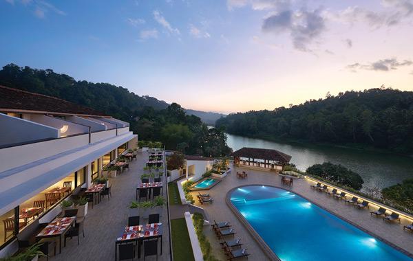 cinnamon-citadel-hotel-poolside