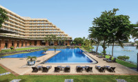 Cinnamon Lakeside Hotel in Colombo